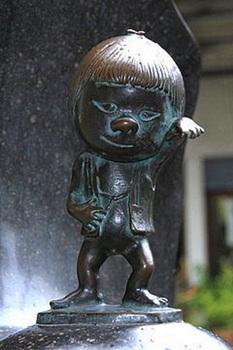 240px-Sakaiminato_Mizuki_Shigeru_Road_Zashikiwarashi_Statue_1.JPG